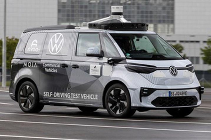 A Volkswagen Haszonjárművek, az Argo AI és a MOIA bemutatja az önvezető ID.BUZZ első prototípusát