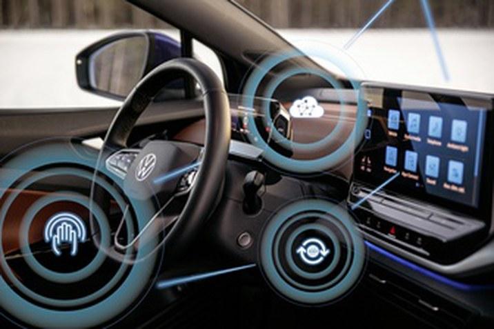 """A Volkswagennél mostantól elérhető az azonnali OTA frissítés valamennyi ID. modellhez   Média kapcsolatok:  Bujáki Zsolt  Kommunikációs igazgató Elérhetőségek: Tel.: +36 1 4515172 zsolt.bujaki@porschehungaria.hu   Schalbert Dóra  PR Koordinátor Elérhetőségek: Tel.:  +36 1 4515173  dora.schalbert@porschehungaria.hu   A Volkswagen következetes átalakításokat vezet be a szoftverorientált mobilitás-szolgáltatóvá válás érdekében  Azonnali, díjmentes frissítés az ID.31, ID.42 és ID.4 GTX3 modellekhez  Az ügyfelek az első frissítést követően jobb képfelismerést, az infotainment rendszerben intuitívabb kezelést és további újdonságokat tapasztalhatnak. A Volkswagen vezérigazgatója, Ralf Brandstätter: """"Az Over-the-Air frissítésekkel megteremtjük új, digitális üzleti modellünk alapjait és eljutunk ACCELERATE stratégiánk egyik fontos mérföldkövéhez.""""  Wolfsburg – A Volkswagen ACCELERATE stratégiájával gyorsítja az átalakulást a szoftverorientált mobilitás-szolgáltatóvá válás felé vezető úton. Mostantól minden ID. modell mobilhálózaton keresztül kapja meg a rendszeres szoftverfrissítést. Az eddigi tesztüzemmódban csak azon ügyfelek számára álltak rendelkezésre a frissítések, akik regisztráltak az úgynevezett """"ID. First Movers Clubba"""". Az """"ID. Software 2.3"""" új funkciókkal rendelkezik és optimalizálja a már meglévőket. A Volkswagen a teljes ID. flotta hálózatba kapcsolásával teremti meg az új, ügyfélorientált üzleti modelljének alapjait. Jelenleg a Volkswagen az egyetlen olyan nagy mennyiségben gyártó vállalat, amelyik elérhetővé teszi ügyfelei számára ezt a technológiát.   """"Az Over-the-Air frissítéseinkkel a minden területet átfogó rendelkezésre állásnak köszönhetően nemcsak a Volkswagen innovációs erejét hangsúlyozzuk, hanem megteremtjük egy teljesen új, digitális ügyfélélmény alapjait is"""", mondja Ralf Brandstätter vezérigazgató. """"Ugyanakkor új, digitális üzleti modellünk alapjainak megteremtésével eljutunk ACCELERATE stratégiánk egyik fontos mérföldkövéhez."""" OTA frissítés, mint"""