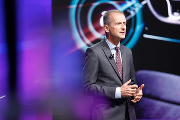 "Herbert Diess: ""A NEW AUTO programmal újraalkotjuk a Volkswagent"""