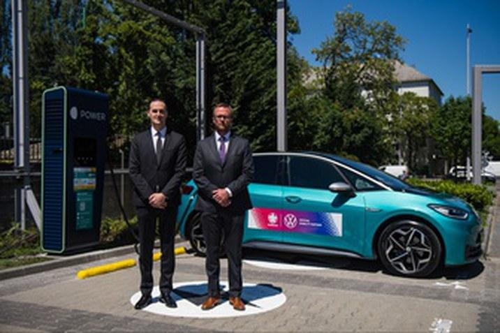 MOON márkájú elektromos töltők szolgálják ki az Európa-bajnokság Volkswagenjeit
