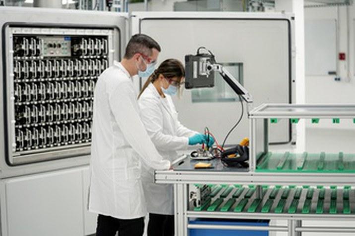 Új akkumulátor-laboratóriumok – Újabb lépést tesz saját akkumulátorcelláinak fejlesztése és gyártása felé a Volkswagen