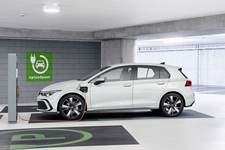 Városban kibocsátás mentes, de utazásokhoz nagy hatótávolságú: megkezdődött a Golf eHybrid és a Golf GTE forgalmazása